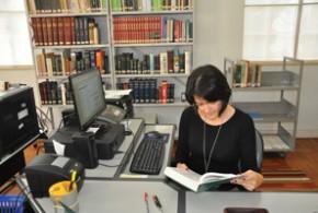Maria Cristina passou a exercer a função de bibliotecária do Museu oficialmente em 1995 -  Angélica Estrada