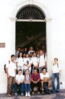 O educador João Alvino (penúltimo, sentado) com uma de suas turmas de alunos da Escola Estadual Regente Feijó em visita ao Museu Republicano - Coleção João Alvino