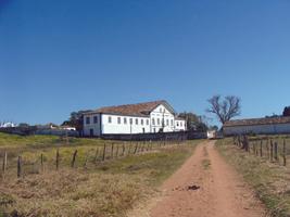 Fazenda Traituba, erguida em 1827, atualmente está desativada - ocorvoveloz.blogspot.com